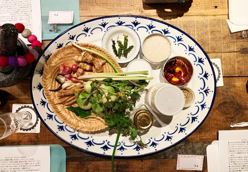タイカレーの具材になる野菜とスパイス